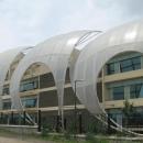 Изменение внешнего облика старых зданий с помощью частичной облицовки фасада здания мембранной ПТФЕ оболочкой