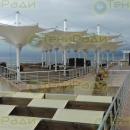 Укрытие площадки на набережной в Крыму обратными уличными зонтами серии