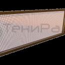 Боковое декоративное ограждение на основе стальной мелкой сетки, вставленной в деревянный багет.