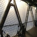 Вид опорной несущей системы пневмостабилизированного подушечного фасада. Пленки ЕТФЕ с принтовым орнаментом.