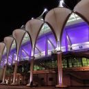 Оформление фасада здания с помощью мембранных модульных независимых конструкций со встроенной системой подстветки