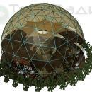 Тентовый сферический купол на основе геокупольной геометрии. Элементы озеленения подчеркивают циркулярность общей архитектуры объекта.