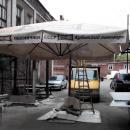 Уличный зонт с консольной опорой - в раскрытом состоянии - тестовая сборка перед отправкой заказчику.